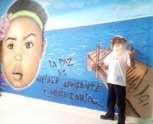 Caminante por la paz en el grafitti
